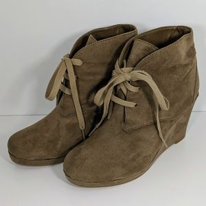 Dolce Vita Camel Tan Suede Ankle Boots 8M
